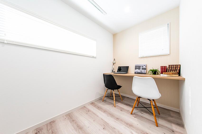 フリースペースは書斎兼雨の日の物干しスペース