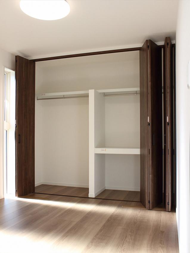 1階洋室の収納は大容量!!